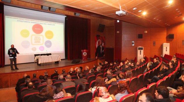 Ahlat'ta 'bağımlılıkla mücadele' konferansı