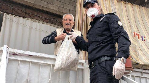 Ahlat'ta yaşlı vatandaşların yardımına koşuluyor