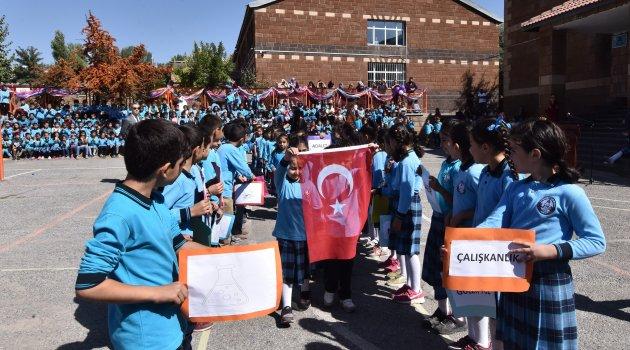Ahlat'ta İlköğretim Haftası kutlandı