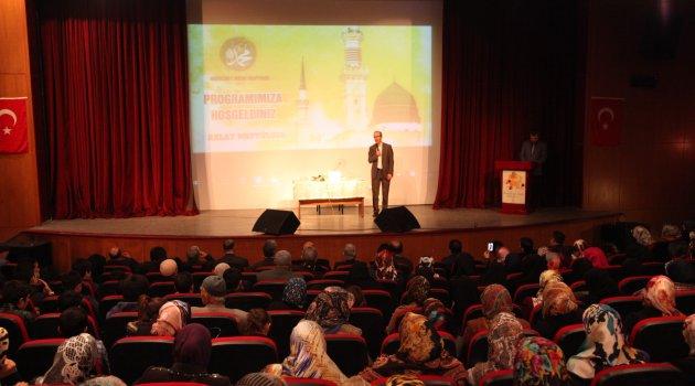 Ahlat'ta 'Peygamberimiz ve Gençlik' konulu konferans