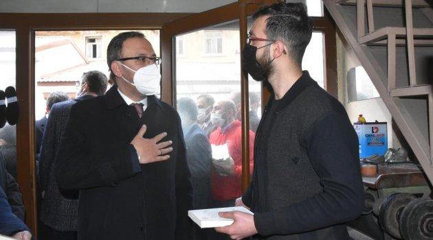 Bakan Kasapoğlu esnaf ve vatandaşlarla bir araya geldi