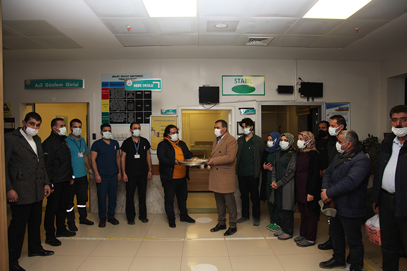 Başkan Çoban'dan güvenlik güçleri ve sağlık çalışanlarına ziyaret
