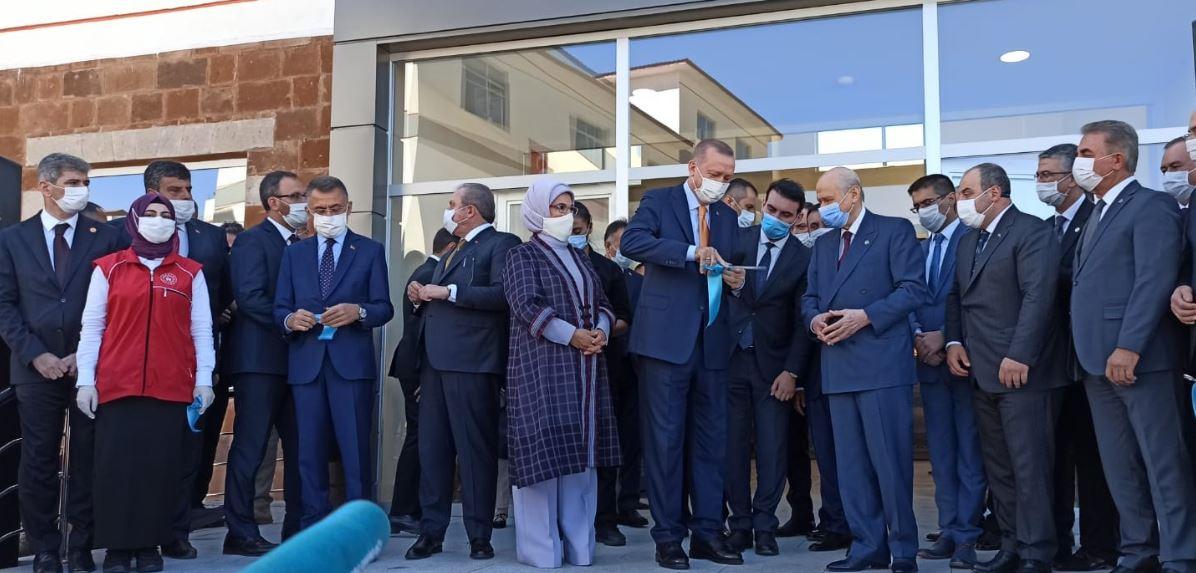 Cumhurbaşkanı Erdoğan, Ahlat Gençlik Kampı'nın açılışını gerçekleştirdi