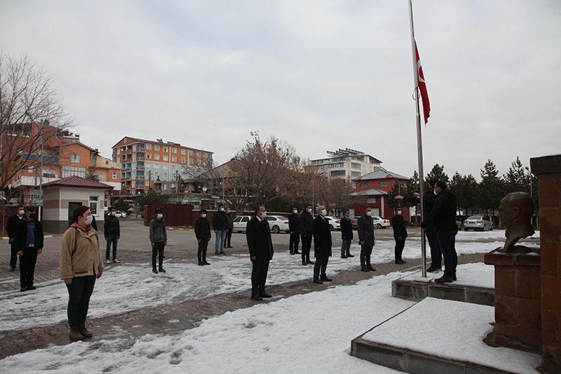 Ahlat'ta bayrak töreni düzenlendi