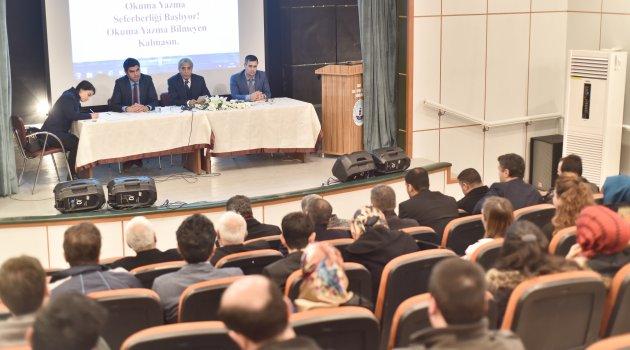 AHLAT'TA OKUMA-YAZMA SEFERBERLİĞİ KAMPANYASI BAŞLADI