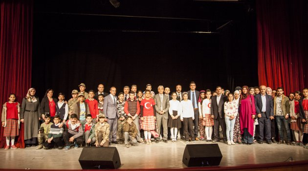 Ahlat'ta '27 Mart Dünya Tiyatrolar Günü' kutlandı