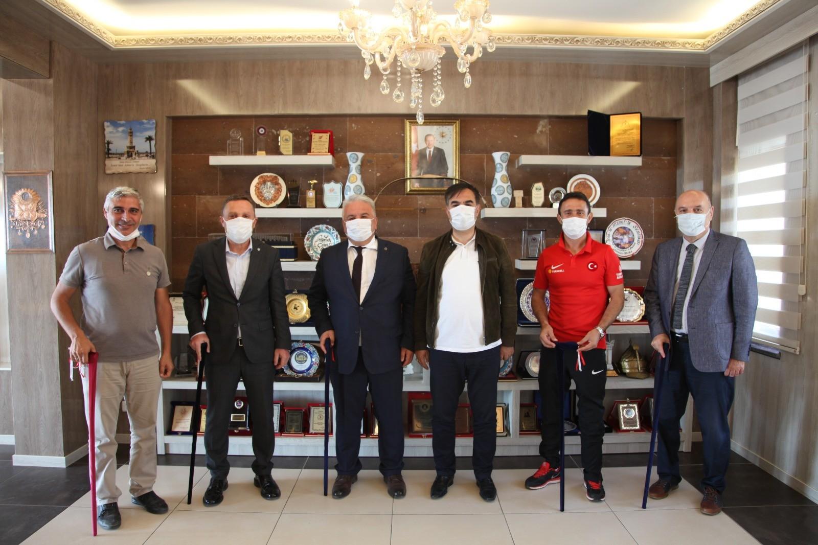 Ampute futbol teknik heyetinden Başkan Çobana ziyaret