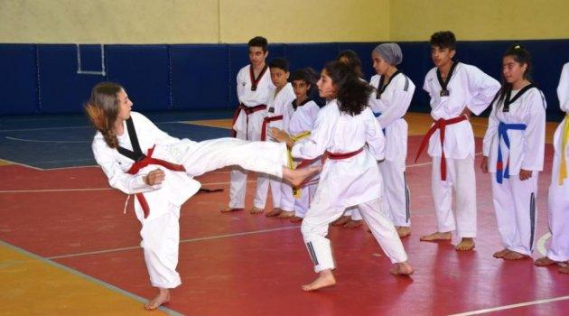 Bitlis'te yaz spor okullarının açılışı yapıldı