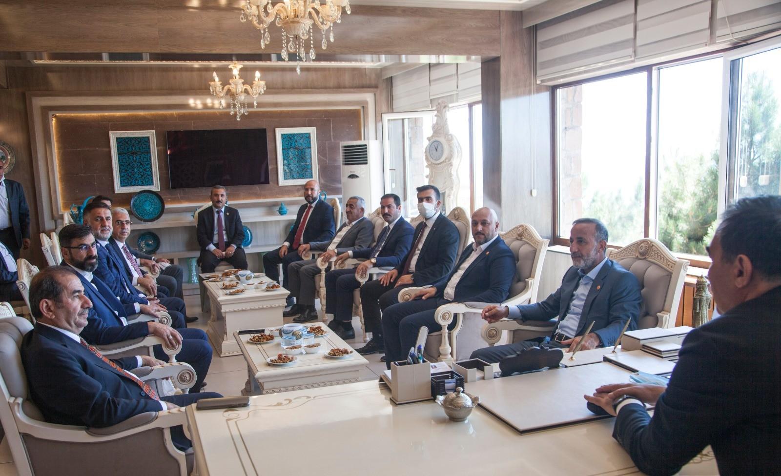 Milletvekilleri Taşar ve Kiler'den Ahlat Belediyesine ziyaret
