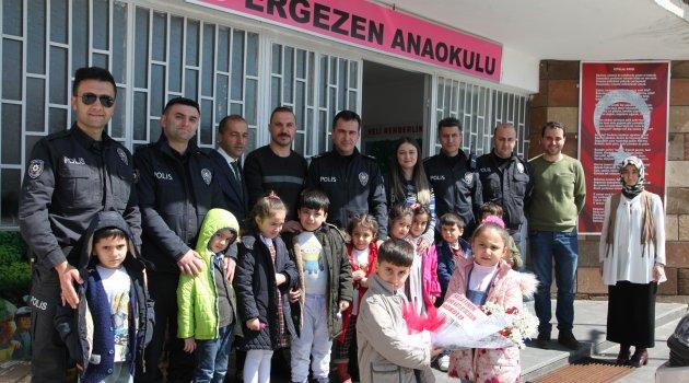 Polislerden Anaokulu öğrencilerine ziyaret