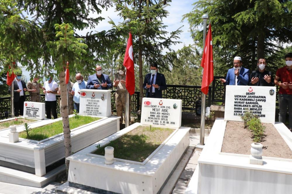 Şehit Murat Sarıgül, şehadetinin 5'inci yılında kabri başında anıldı
