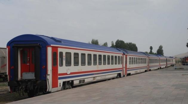 Tatvan - Elazığ Yolcu Treni Seferlerine Başladı.