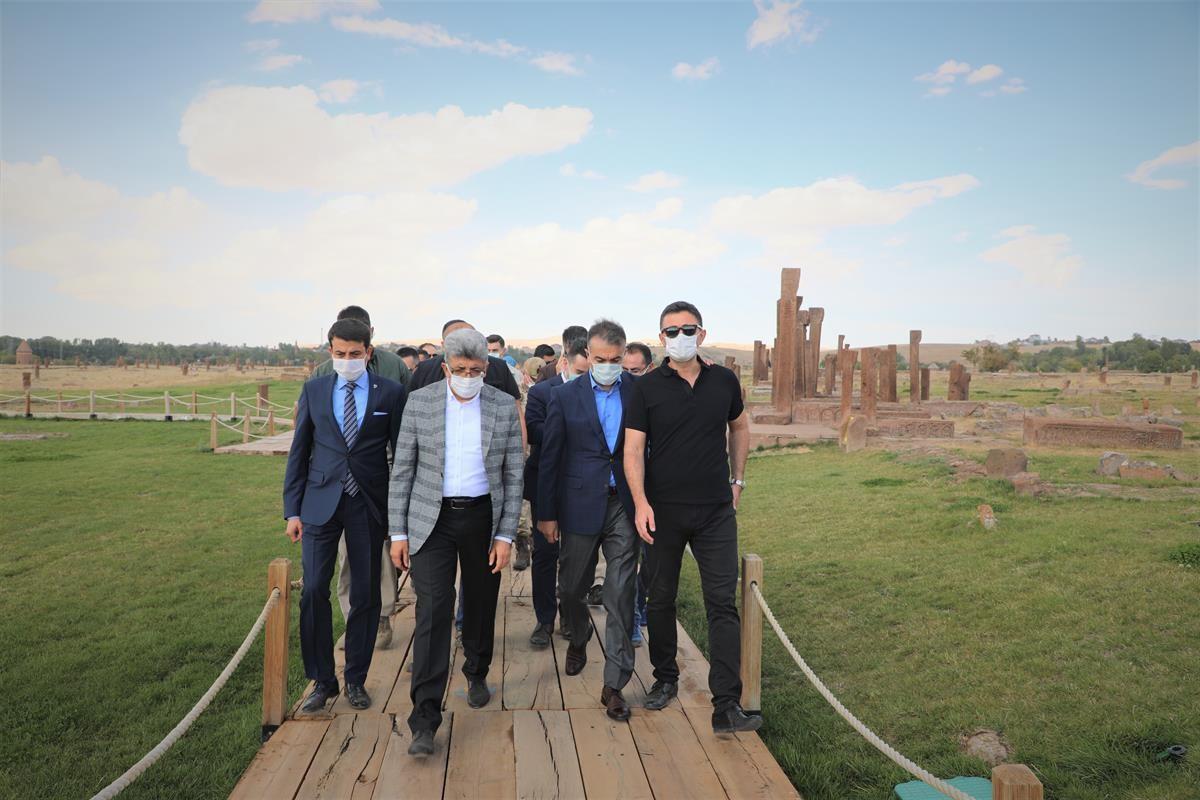 Vali Çağatay, Selçuklu Mezarlığını gezdirdi