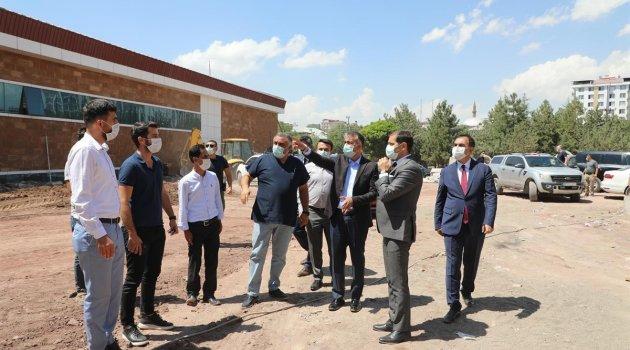 Vali Oktay Çağatay, Ahlat'ta yapımı devam eden hastane inşaatını inceledi