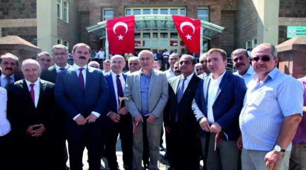 """MEB Bakan Yardımcısı Safran, """"Ahlat çok önemli bir şehir"""""""