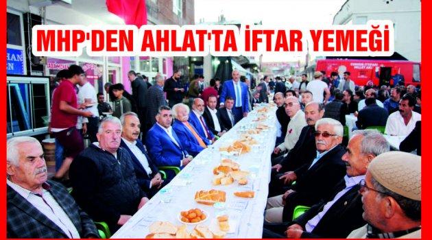 MHP'DEN AHLAT'TA İFTAR YEMEĞİ