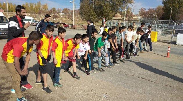 Ovakışla'da ortaokullar arası atletizm yarışması