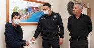13 Yaşındaki çocuk yerde bulduğu parayı polise teslim etti